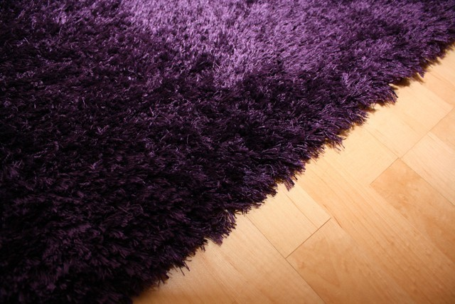 shaggy teppich empire lila gr e 1 30x4 00 m sonderposten. Black Bedroom Furniture Sets. Home Design Ideas